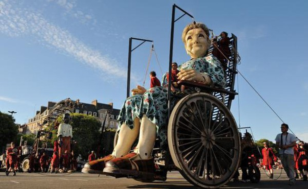 grand-mere-geante-compagnie-royal-deluxe-rues-nantes-9-juin-2014